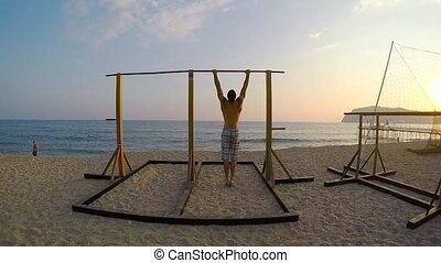 Muscle Up in beach