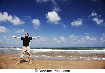 man staand, aan het strand