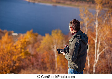 man takes pictures of the landscape