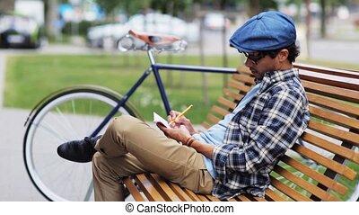 man, tekening, om te, sketchbook, met, potlood, op, straat,...