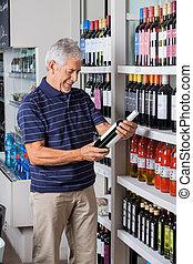 man, uppköp, alkohol, hos, supermarket