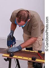 Man using a jigsaw