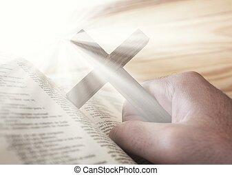 man, vasthouden, de, kruis, met, bijbel, en, goddelijk, licht