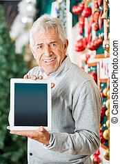 man, visa, digital tablet, in, jul, lager