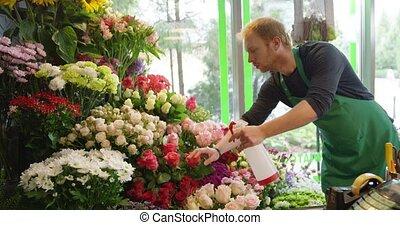 man, werkende , in, floral, winkel