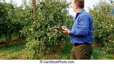 Man writing on clipboard 4k - Man writing on clipboard in ...