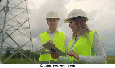 manages, électricien, puissance, ligne., processus, champs, eriger, transmission, lines., mécanicien, helmet.