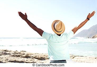 mananseende, hos, strand, med, hans, räcker, brett öppna