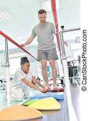 mand, gør, løb, oplæring, hos, fysioterapeut, ind, klinikken