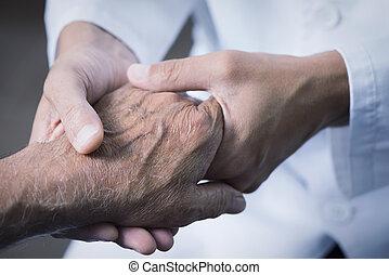 mand, gribende, den, hånd, i, en, senior, patient