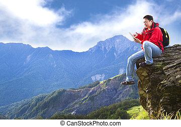 mand, hos, pc. tablet, på, den, bjerg
