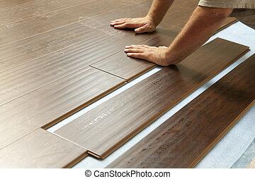 mand, installer, nye, laminate, træ, gulvbelægning