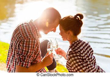 mand kvinde, clanging, vin glas, hos, champagne