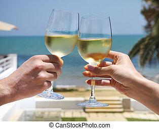 mand kvinde, clanging, vin glas, hos, hvid vin
