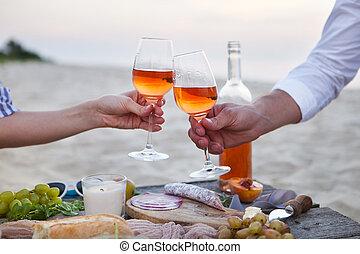 mand kvinde, clanging, vin glas, hos, rose vin, hos, solnedgang strand