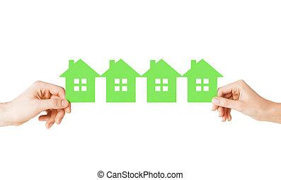 mand kvinde, hænder, hos, mange, grønne, avis, huse