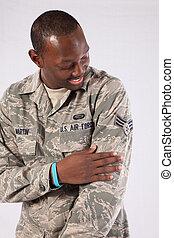mand sort, ind, militær ensartet