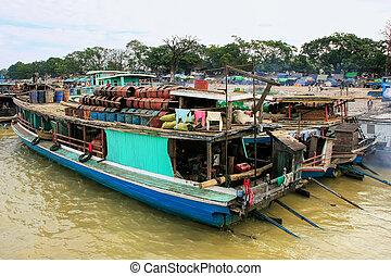 mandalay, myanmar, péniches, ancré, ayeyarwady rivière, port