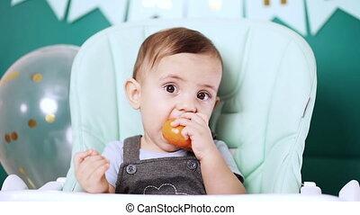 mandarine, chaise bébé, yeux, anniversaire, grand, rigolote...