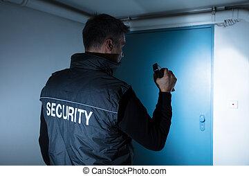 mandlig, security bevogt, beliggende, uden for, dør