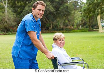 mandlig, sygeplejerske, og, senior, patient