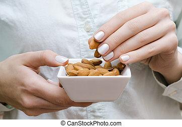 mandorle, bianco, donna, ciotola, mani