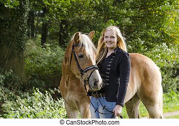 Mandy und Austin im Lager Busch - Portrait von Mandy und...
