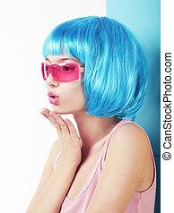 manga, style., perfil, de, charismatic, mulher, em, azul, peruca, soprar um beijo