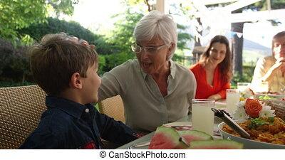 manger dehors, été, ensemble, famille