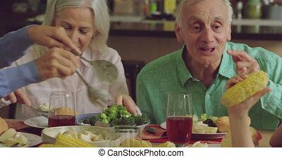 manger, génération, trois, famille, ensemble