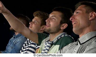 manger, gens, film, cinema., regarder, jeune, haut, rire., pop-corn, fin