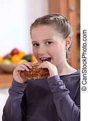 manger, peu, crêpe, girl