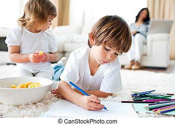 manger, plancher, dessin, frères soeurs, chips, joyeux, mensonge
