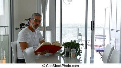manger, quoique, livre, 4k, table, petit déjeuner, lecture, homme