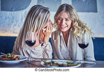 manger, restaurant, deux, déjeuner, amis fille