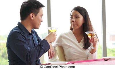 manger, restaurant, heureux, romantique coupler, déjeuner