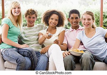 manger, séance, ados, divan, groupe, pizza