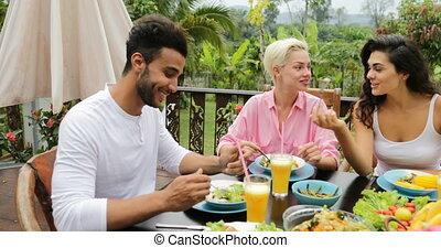 manger, séance, sain, communication, végétarien, gens, nourriture, groupe, exotique, terrasse, table, amis, parler