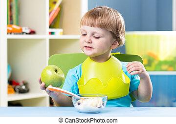 manger, sain, boy., nourriture., bébé, petit déjeuner, gosse