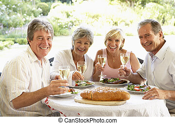 manger, tenue, verres vin, fresque, al, déjeuner, amis
