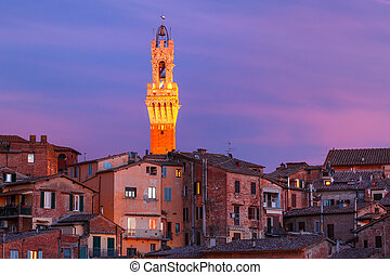 Mangia Tower at gorgeous sunset in Siena, Italy
