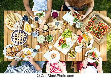 mangiare, giardino, persone, cima, pranzo, durante, festa, tavola, vista