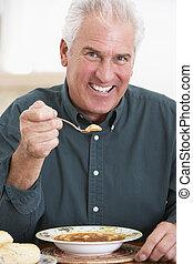 mangiare, macchina fotografica, minestra, anziano, uomo sorridente