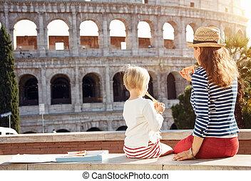 mangiare, madre, figlia, colosseo, turisti, pizza
