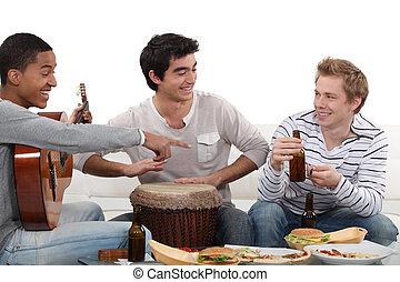 mangiare, strumenti, tre, maschio, amici, gioco