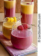 mangue, orange, framboise, smoothies fraise