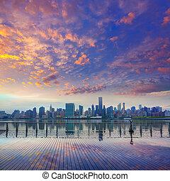 manhattan, új york égvonal, -ban, napnyugta, kelet folyó