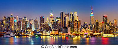 Manhattan after sunset - View on Manhattan at night, New...