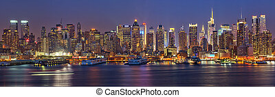 Manhattan at night - View on night Manhattan, New York