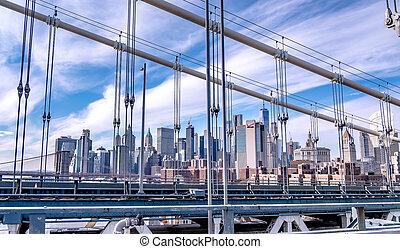 manhattan bridge and new york city skyline